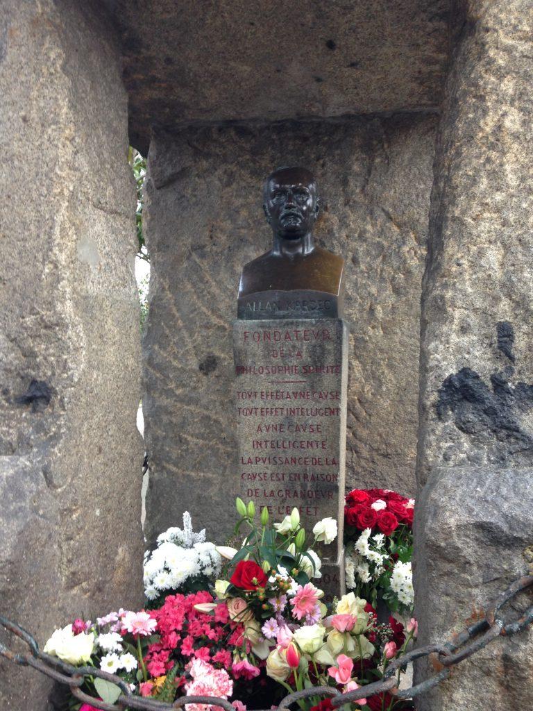 Tombe d'Allan Kardec au cimetière du Père Lachaise