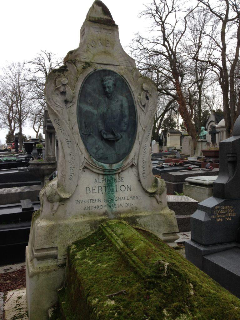 Tombe d'Alphonse Bertillon au Cimetière du Père Lachaise