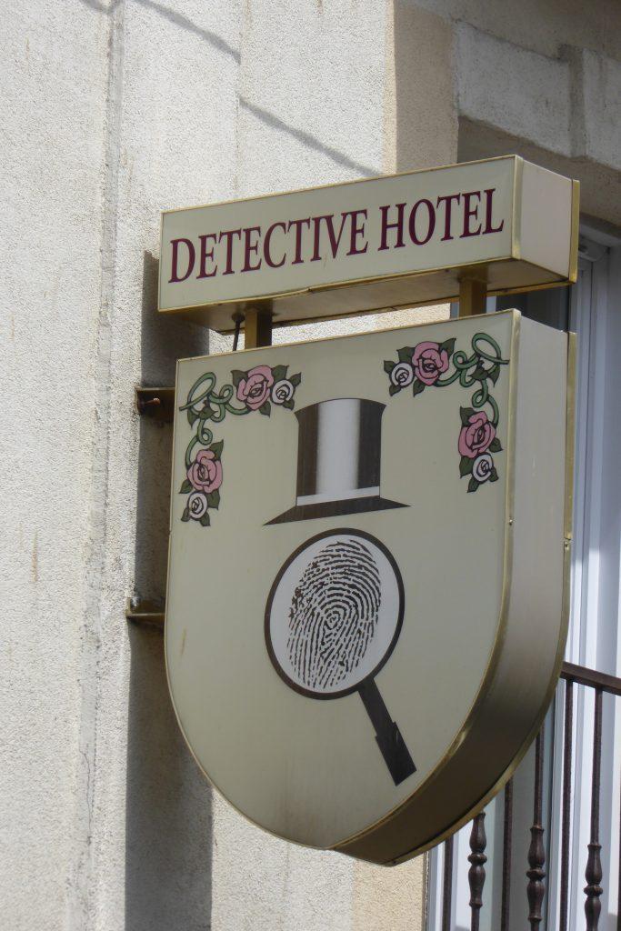 Detective Hotel Etretat
